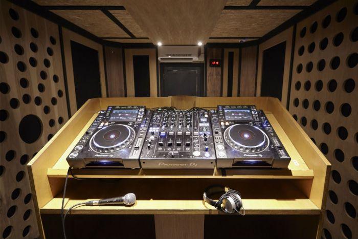 Earlsfield DJ Room 2